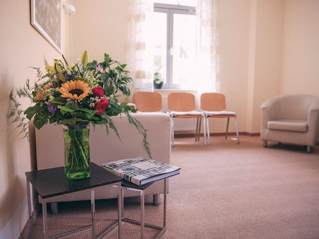Das Wartezimmer der Zahnarztpraxis Uta Rusch in Schönebeck (Elbe).